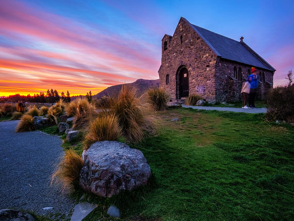荣耀穿越 · 新西兰一地南北岛升级一晚5星级_雅芳泛舟_好牧羊人教堂_wanaka湖_水果小镇